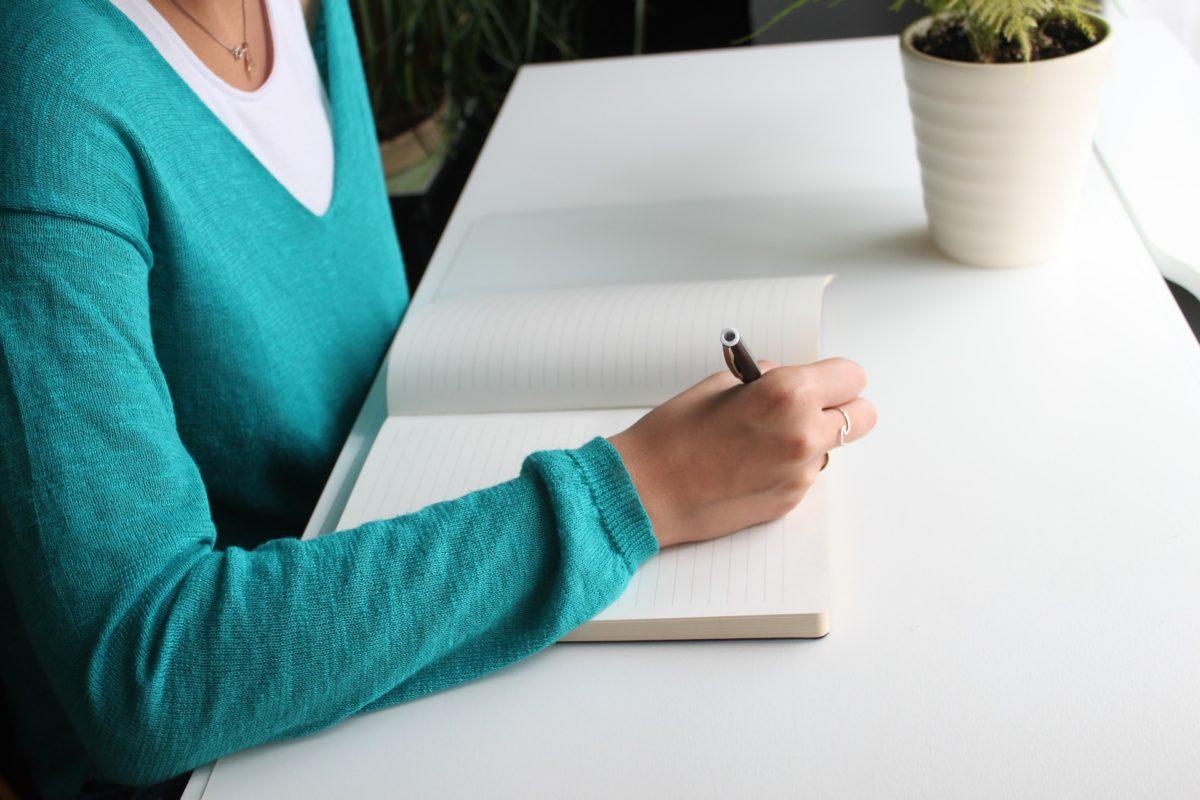 Ihre Hausarbeit schreiben lassen oder mit einem akademischen Coach / Ghostwriter selber schreiben?